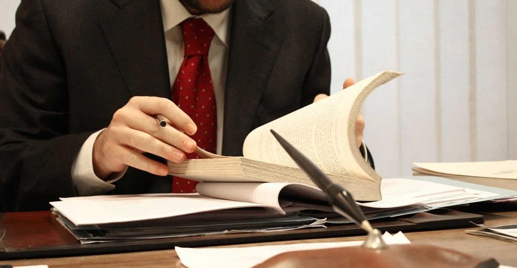 La importancia de tener un buen abogado: La accesibilidad